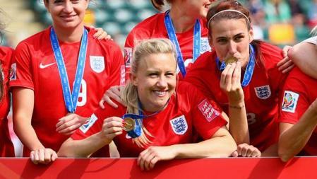 20150707笑顔のイングランド代表ローラ・バセット選手