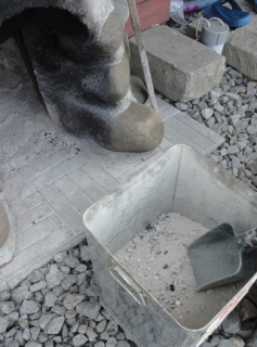 20150412 五右衛門風呂の炉から取り出した木灰