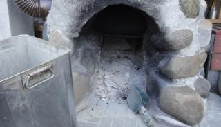 20150412 五右衛門風呂から木灰を取り出す