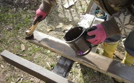 201504 薪小屋材料塗装作業