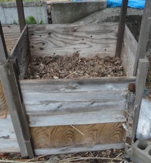 201505 未熟堆肥を攪拌してから再度堆積