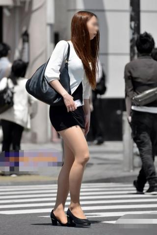 パツパツのタイトミニスカートがえろ過ぎな街撮り写真