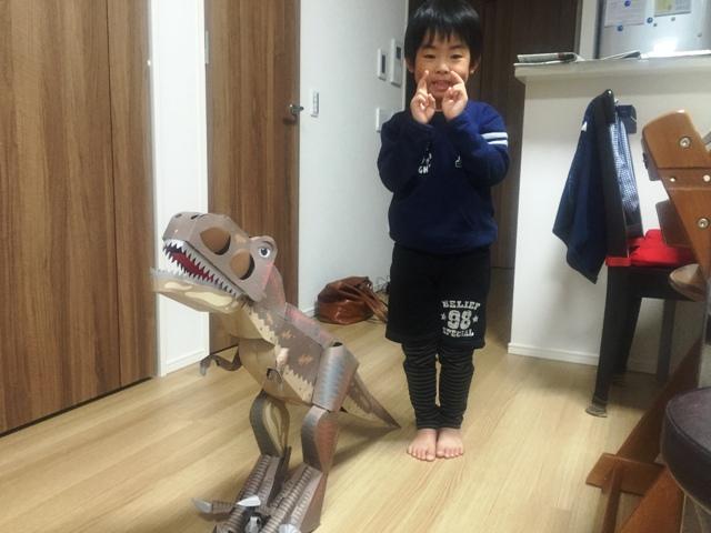 ティラノサウルスと陸ちゃん
