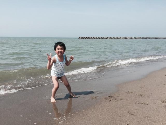 日本海でパンツ一丁