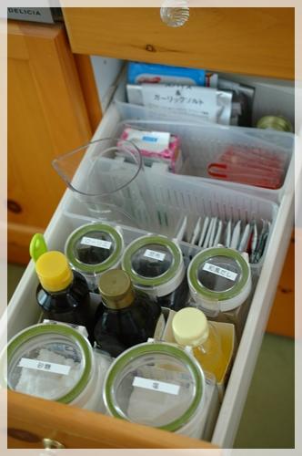 キッチンの引き出し (2)