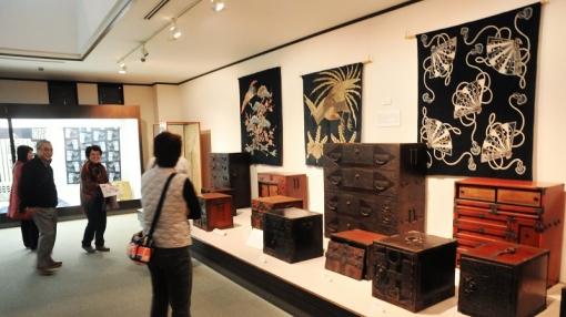 2377アジア博物館152153