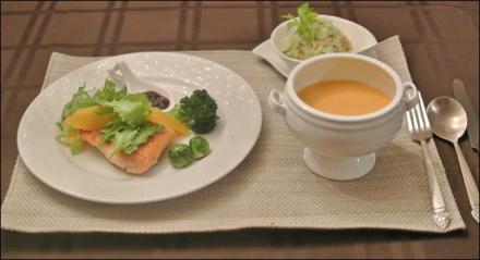 サーモンソティ&avocado豆腐和え&potatosoup