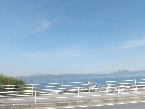 青い空に海~