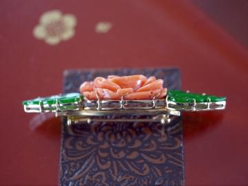 珊瑚翡翠ブローチ (1)