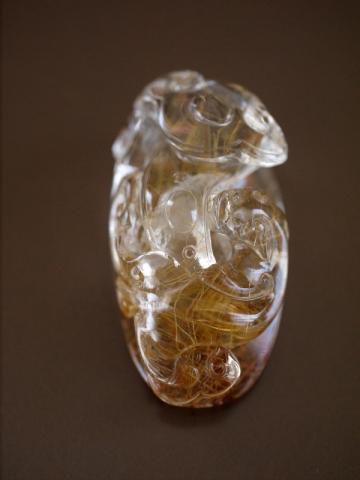 ルチルクオーツの彫り物 ヤーズ (4)