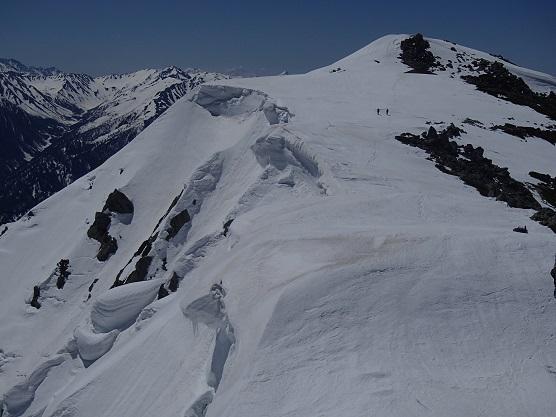 大汝山方面の雪庇