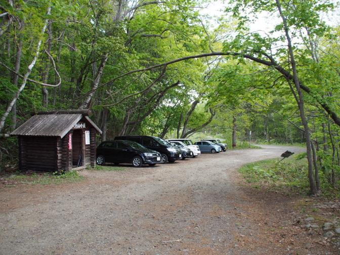 八剣山の山小屋と駐車スペース