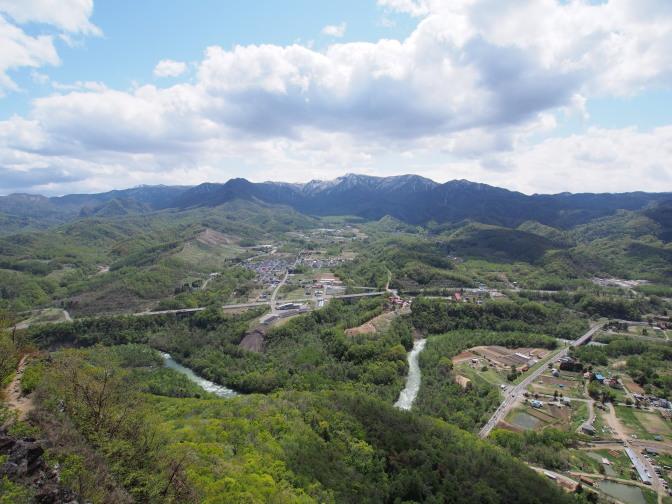 八剣山から望む札幌岳