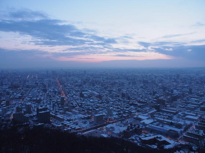 暁の札幌市街
