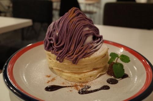 紫イモモンブランのパンケーキ