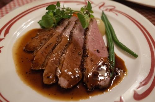 鴨胸肉のロースト 黒胡椒ソース