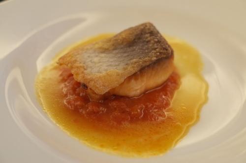 鮮魚のソテー ソースアメリケーヌ