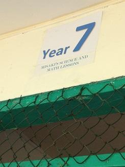 16教室のラベル