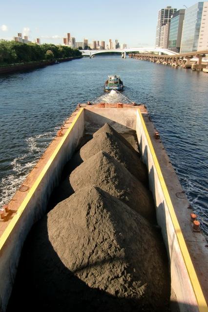 土砂運搬船