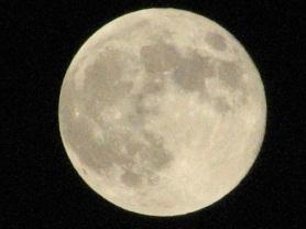 月とガスタンク01