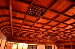 翁座 折り上げ格天井