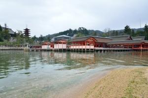 西の松原から見た厳島神社
