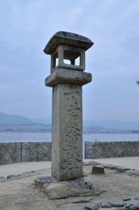 二位の尼の石燈籠