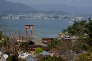 もみじ歩道から見た厳島神社