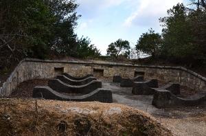 砲台跡に設置された毒ガスタンク用の台座