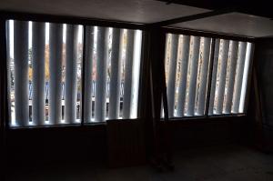 内側から見た出格子窓