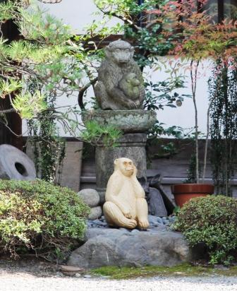 正行院の猿_H26.07.15撮影