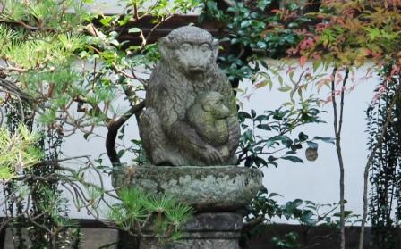 正行院の親子猿_H26.07.15撮影