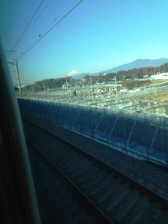 進行方向に富士山_H26.12.05撮影