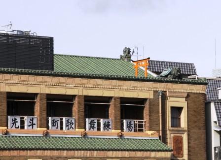 鴨川東岸から見える鳥居_H26.12.06撮影