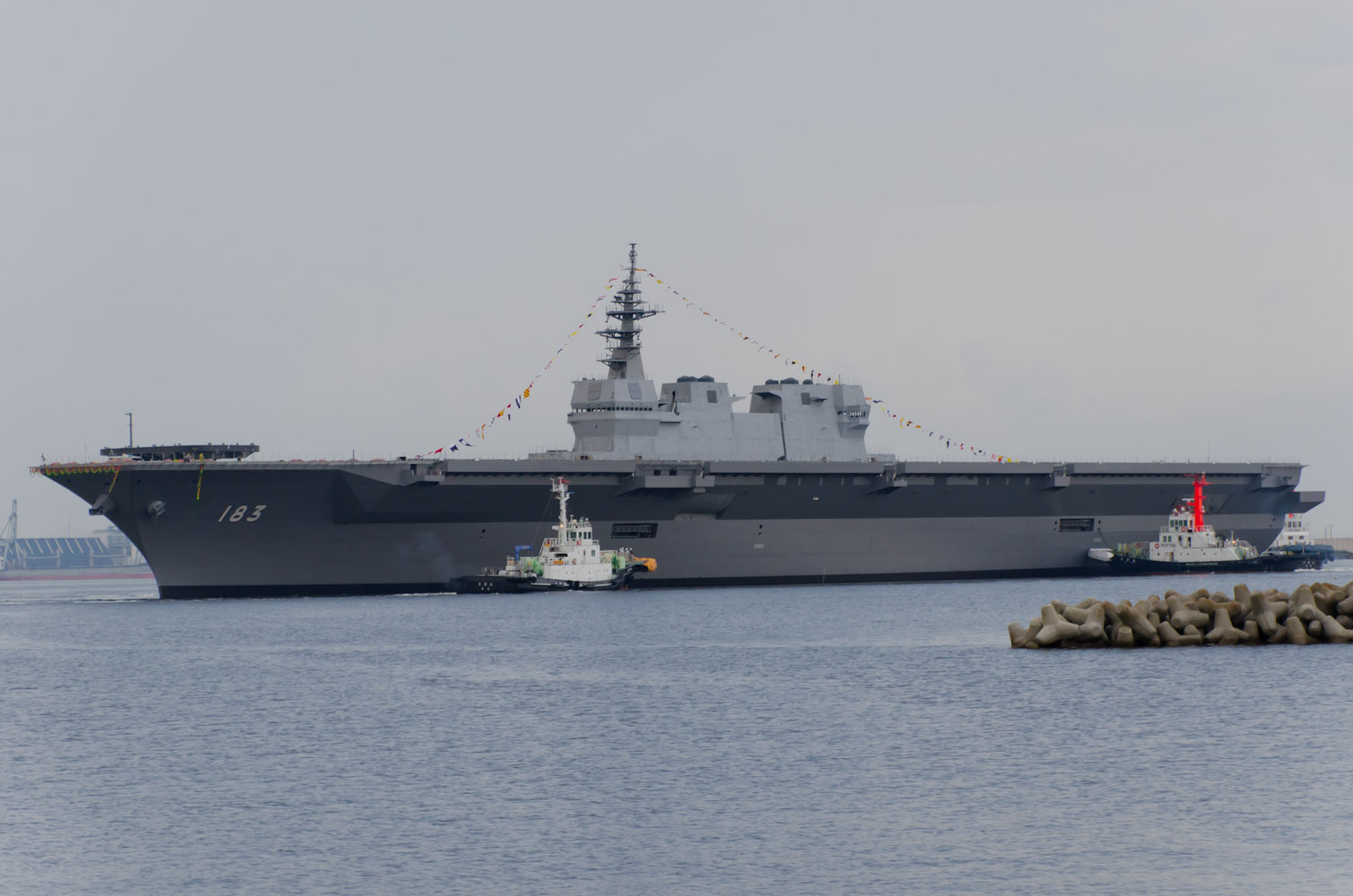 JS_Izumo_DDH-183_just_after_her_launch.jpg
