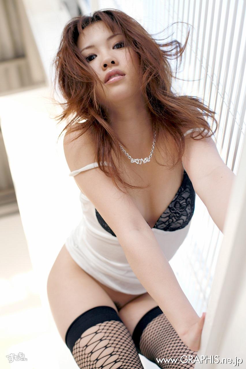 椎名れいか 可愛い勃起乳首のAV女優画像