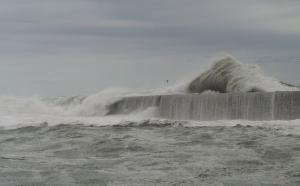 鹿島防波堤 台風