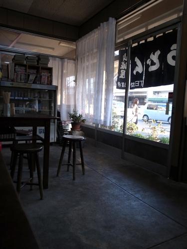 150520_09店内から暖簾