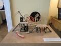 『堂々たるコキュ』舞台模型(メイエルホリドの家博物館・蔵)