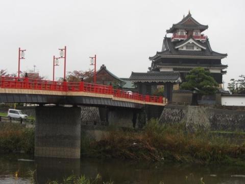 清州城模擬天守と大手橋