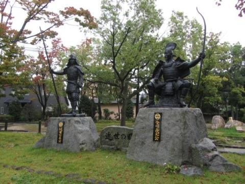 織田信長と今川義元像