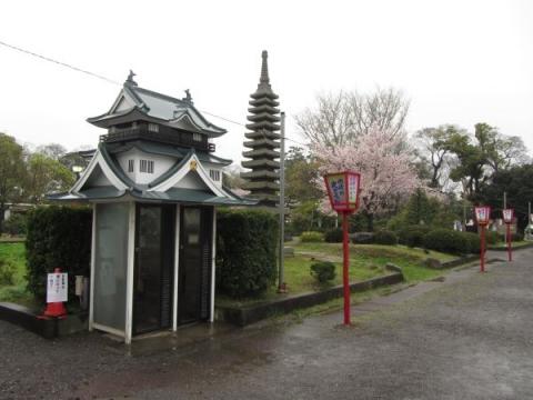 岡崎公園の電話ボックス