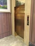 エレベーターで二階へ