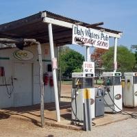 潰れそうなガソリンスタンド