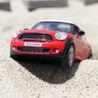 砂に埋もれる自動車
