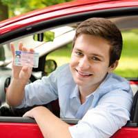 免許を持った若者