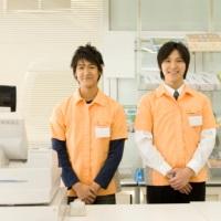 コンビニ店員の画像