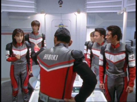 ユミムラ・リョウ隊員(演:斉藤りさ)にカリヤ隊員救出を命じた