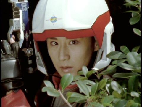 ゼネキンタール人を発見したユミムラ・リョウ隊員(演:斉藤りさ)