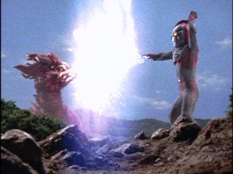 ウルトラマン80 vs ゴラ は、ほぼ互角の戦い